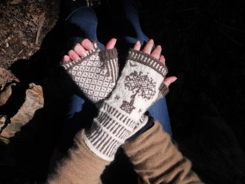 Topiary Fingerless Mitts